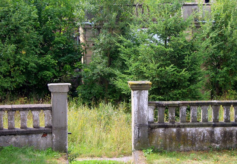 Co je to skládaný betonový plot