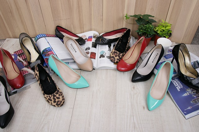 různé boty na podpatku