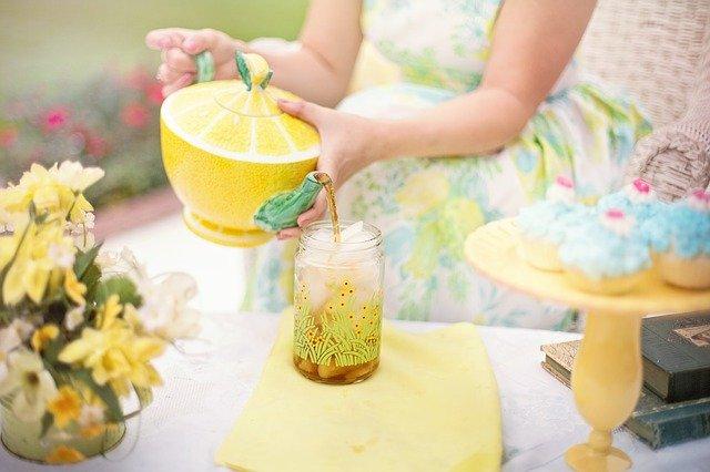 citronová konvice čaje