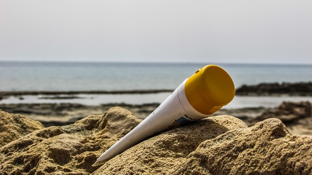 opalovací krém na útesu