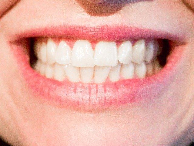 Naše zuby budou vždy vidět na první pohled, věnujme jim proto pozornost