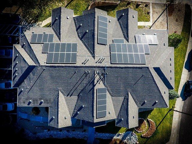 solární panely na vile.jpg
