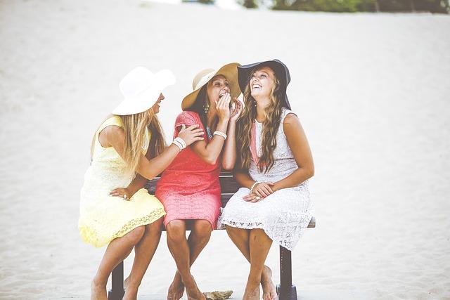 děvčata na lavičce