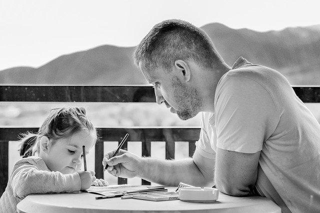 otec s dcerou černobíle